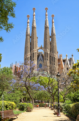 Tuinposter Barcelona BARCELONA, SPAIN - JUNE 05, 2014: Sagrada Familia - Basilica and