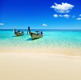 Łódki, ocean i plaża