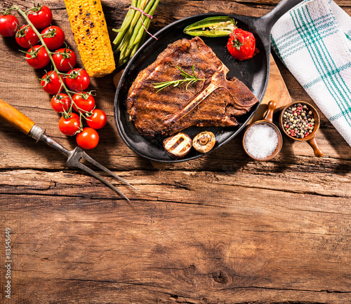 In de dag Grill / Barbecue Beef steaks with grilled vegetables