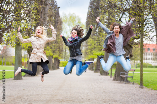 Photo  Group of women jumping at park