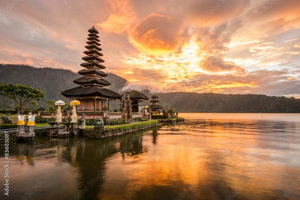 Fototapeta Pura Ulun Danu Bratan at Bali, Indonesia