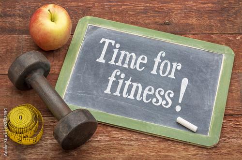 Fotografia  Czas na koncepcji fitness na tablicy