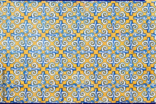 Photo Traditional spanish tiles on Central Market facade in Valencia