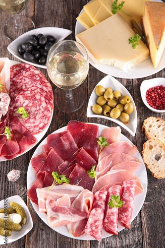 obraz dibond Skład z mięsa, Heese i kieliszka