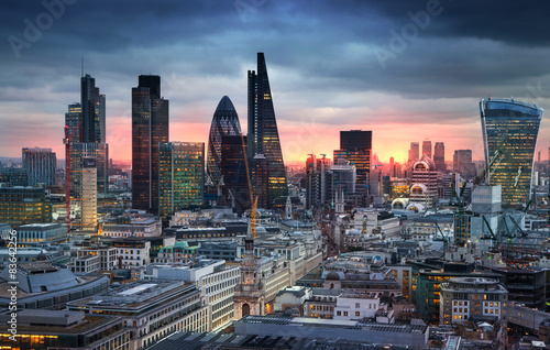 Spoed Foto op Canvas Londen LONDON, UK - JANUARY 27, 2015: London's panorama in sun set.