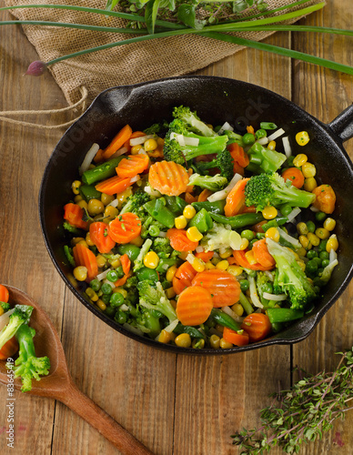 Photo  vegetables in  iron skillet