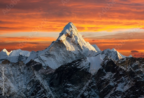 Ama Dablam on the way to Everest Base Camp Fototapeta