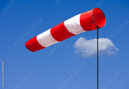 Fotografia  Windfahne vor Blauem Himmel