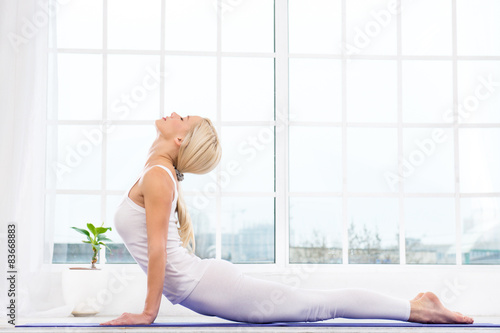 Photo  Yoga concept with young woman