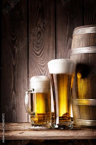 Leinwand Poster  Hohes Glas und Becher Bier