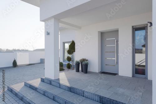 Obraz Entrance to the house - fototapety do salonu