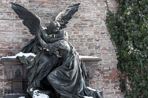 Foto op Canvas Begraafplaats Trauer und Trost - Figuren auf Friedhof - Variante 4