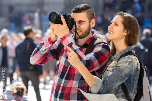 Obraz na płótnie Tourists sightseeing and taking photos