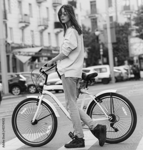 Fotografia, Obraz  beautiful young hipster woman with bike in the city