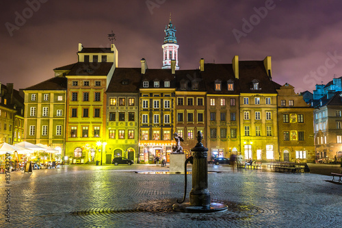 Old town sqare in Warsaw - 83743220