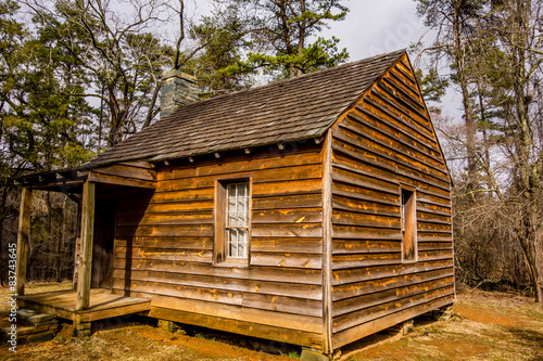 Photographie  restored historic wood house in the uwharrie mountains forest