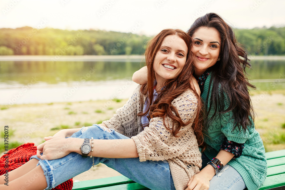 Fototapety, obrazy: Two cheerful sisters hugging