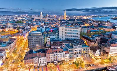Antwerpen, Belgija. Zračni pogled na grad noću