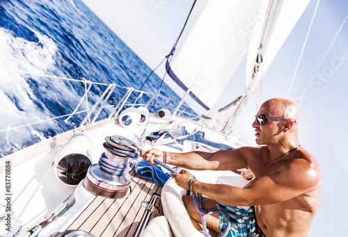 Fotografía  Handsome man working on sailboat