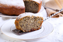 Poppy Seed And Raisin Ring Cake