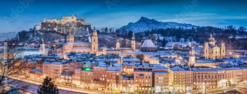 salzburg-zimy-panorama-przy-blekitna-godzina-salzburger-ziemia-austria