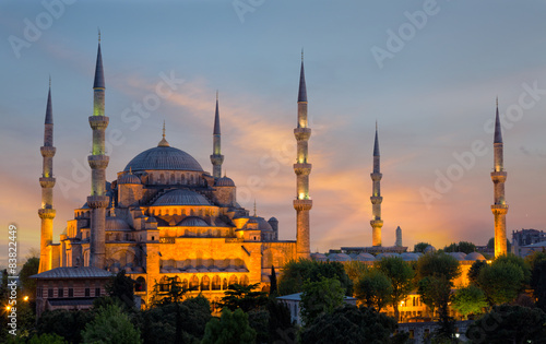 Photo  Sultan Ahmed Mosque (Blue Mosque) in Istanbul  on a sunset