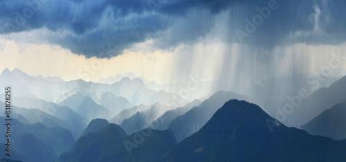 Cuadros en Lienzo Rain in mountains