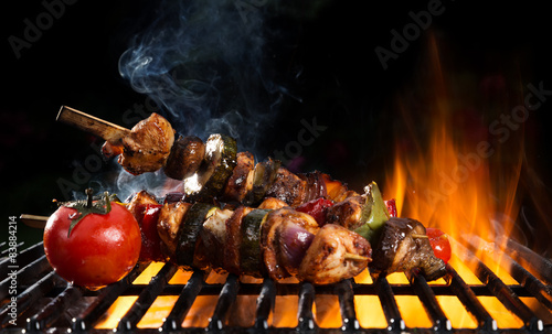 Fototapeta Delicious vegetable and meat skewer on grill obraz