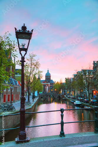 The Basilica of Saint Nicholas in Amsterdam Canvas-taulu