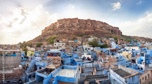 Tuinposter Vestingwerk Blue city and Mehrangarh fort