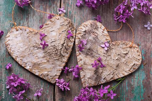 pocztowka-z-ozdobnymi-sercami-i-kwiatami-bzu