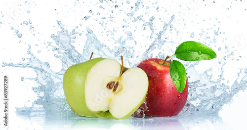 Fototapeta Fresh red apple with water splash obraz