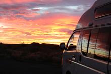 Camper Im Sonnenaufgang