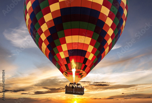 Spoed Foto op Canvas Ballon Hot air balloon flight sunset