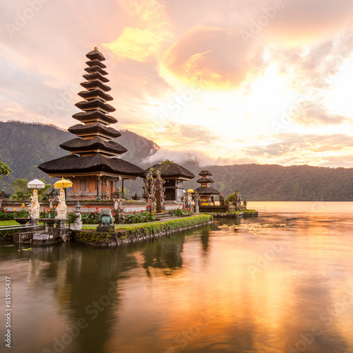 Foto op Aluminium Indonesië Pura Ulun Danu Bratan, Famous Hindu temple and tourist attraction in Bali, Indonesia