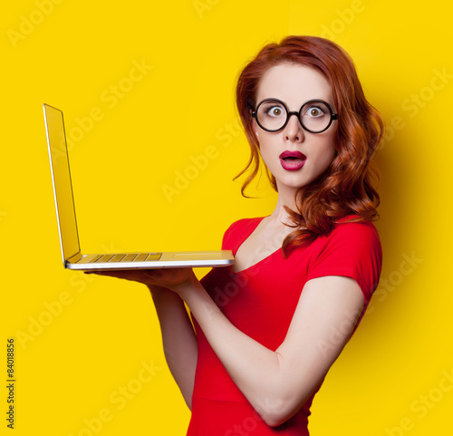 Fotografia  girl with laptop computer