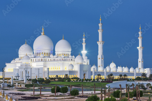 Fotografia  View of famous Abu Dhabi Sheikh Zayed Mosque