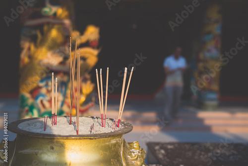 Foto auf AluDibond Buddha Incense sticks in chinese temple