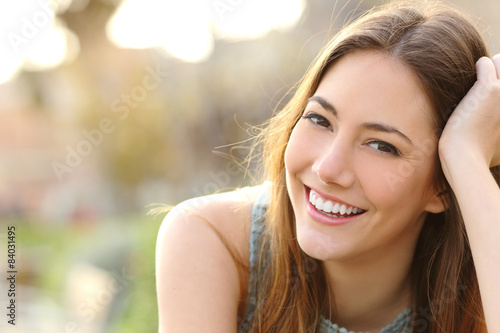 Fotografía  Girl smiling with perfect smile and white teeth