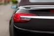 Closeup Aufnahme der Heckleuchte eines Cabriolets