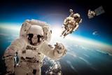 Astronauci w przestrzeni kosmicznej