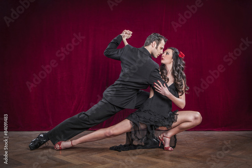 Photo  Portrait of young elegant tango dancers.