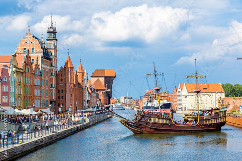obraz lub plakat Cityscape on the Vistula River in Gdansk, Poland.