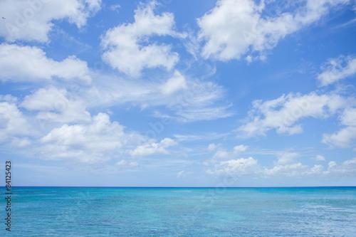 otwarte-morze-z-pieknym-niebem
