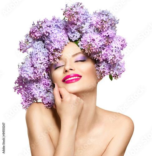 Fotografia  Beauty fashion model girl with lilac flowers hairstyle