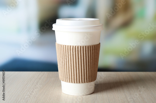 Cadres-photo bureau Cafe Paper cup of coffee on table on bright background