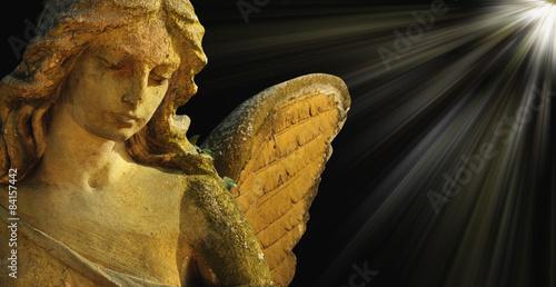 Papiers peints golden angel in the sunlight (antique statue)