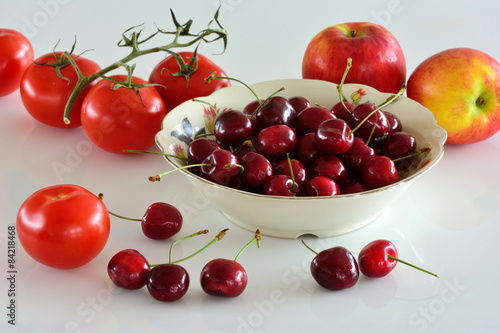 Printed kitchen splashbacks Grocery Kersen, appels en tomaten