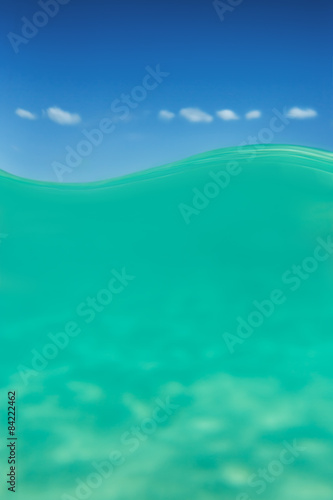 Fotografía  Clear waterline caribbean sea underwater and over with blue sky