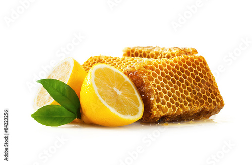 Photo  Honeycomb with lemon